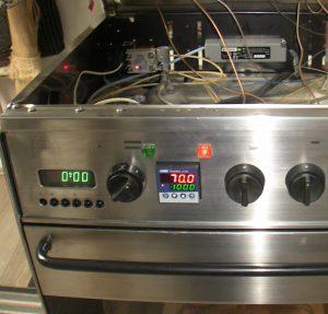 Heiße Sache. Umbau eines Backofens von original Kapillarrohr-Temperatursteuerung auf PID-Regler und Solid State Relais.