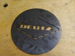 Einzelanfertigung nach Kundenwunsch. Gullideckelabdeckung aus Corten-Stahl. Einmal angerostet, bleibt der Rust-look und verhindert gleichzeitig ein durchrosten