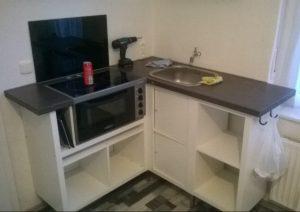 Tiny-Kitchen. Sonderbau einer Microküche mit Waschbecken, Herd, Backofen und Stauraum. Perfekt für kleine Wohnungen. Günstig und durchaus serientauglich